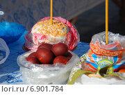 Купить «Пасхальный куличи и крашеные яйца, приготовленные для освящения», эксклюзивное фото № 6901784, снято 23 апреля 2010 г. (c) lana1501 / Фотобанк Лори