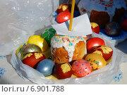 Купить «Пасхальный куличи и крашеные яйца, приготовленные для освящения», эксклюзивное фото № 6901788, снято 23 апреля 2010 г. (c) lana1501 / Фотобанк Лори
