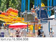 Купить «Карусель в парке», фото № 6904008, снято 8 июня 2014 г. (c) Йомка / Фотобанк Лори