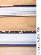 Купить «Стопка книг крупным планом», фото № 6907756, снято 18 января 2015 г. (c) Владимир Агапов / Фотобанк Лори