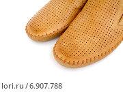 Купить «Кожаные летние туфли крупным планом», эксклюзивное фото № 6907788, снято 15 августа 2014 г. (c) Blekcat / Фотобанк Лори