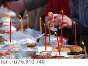 Купить «Пасхальные куличи и крашеные яйца, приготовленные для освящения. Троицкий Рязанский монастырь», эксклюзивное фото № 6910740, снято 23 апреля 2010 г. (c) lana1501 / Фотобанк Лори