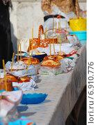 Купить «Праздничный стол с пасхальными куличами», эксклюзивное фото № 6910776, снято 23 апреля 2010 г. (c) lana1501 / Фотобанк Лори
