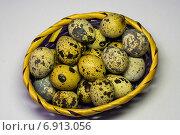 Перепелиные яйца в плетеной корзине. Стоковое фото, фотограф Сергей Кочевых / Фотобанк Лори