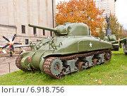 Купить «Американский средний танк М4А1 Шерман в Музее Войска Польского в Варшаве, Польша», фото № 6918756, снято 20 октября 2014 г. (c) Иван Марчук / Фотобанк Лори