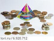 Пирамидка и много монет. Стоковое фото, фотограф Игорь Мухлаев / Фотобанк Лори