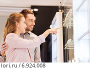 Купить «couple looking to shopping window at jewelry store», фото № 6924008, снято 10 ноября 2014 г. (c) Syda Productions / Фотобанк Лори