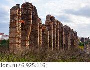 Купить «antique Roman Aqueduct at Merida in autumn», фото № 6925116, снято 18 ноября 2014 г. (c) Яков Филимонов / Фотобанк Лори