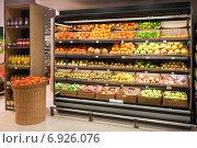 Купить «Полки с фруктами и овощами в магазине», фото № 6926076, снято 19 января 2015 г. (c) Victoria Demidova / Фотобанк Лори