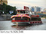 """Купить «Теплоход """"Князь Юрий"""" идет по Москве-реке», эксклюзивное фото № 6926548, снято 5 июня 2009 г. (c) lana1501 / Фотобанк Лори"""