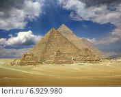 Купить «Великие пирамиды в Египте», фото № 6929980, снято 1 декабря 2014 г. (c) Михаил Коханчиков / Фотобанк Лори