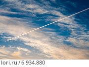 Высоко в небе летящий самолет. Стоковое фото, фотограф Давид Арутюнов / Фотобанк Лори