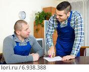 Two workers study documents. Стоковое фото, фотограф Яков Филимонов / Фотобанк Лори