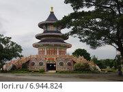 Купить «Храм Wat Thavorn Wararam в Канчанабури, Таиланд», фото № 6944824, снято 11 января 2015 г. (c) Natalya Sidorova / Фотобанк Лори