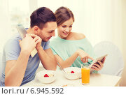 Купить «smiling couple with tablet pc reading news», фото № 6945592, снято 9 марта 2014 г. (c) Syda Productions / Фотобанк Лори