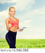 Купить «smiling sporty woman with tablet pc computer», фото № 6946088, снято 8 мая 2014 г. (c) Syda Productions / Фотобанк Лори