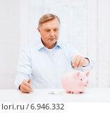 Купить «old man putting coin into big piggy bank», фото № 6946332, снято 12 октября 2013 г. (c) Syda Productions / Фотобанк Лори