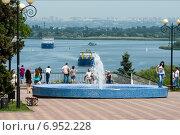 Купить «Фонтан и смотровая площадка в Азове», фото № 6952228, снято 25 мая 2014 г. (c) Борис Панасюк / Фотобанк Лори