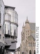 Дом Хааса (Haas-Haus) и собор св. Стефана на Штефансплац в Вене. Австрия (2014 год). Стоковое фото, фотограф stargal / Фотобанк Лори