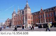 Купить «Центральный вокзал Амстердама (Amsterdam Centraal)», видеоролик № 6954608, снято 15 сентября 2014 г. (c) FMRU / Фотобанк Лори