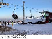 Купить «Станция высадки пассажиров на подвесной канатной дороге», фото № 6955700, снято 1 февраля 2015 г. (c) Виталий Матонин / Фотобанк Лори