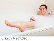 Купить «Girl in foam at bathtub», фото № 6961396, снято 23 июля 2018 г. (c) Яков Филимонов / Фотобанк Лори