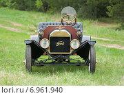 Ретроавтомобиль Ford T, модель 1908 года (2014 год). Редакционное фото, фотограф Alexander Mirt / Фотобанк Лори