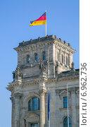 Купить «Флаг на крыше Рейхстага в Берлине, Германия», фото № 6962736, снято 5 октября 2014 г. (c) Анастасия Улитко / Фотобанк Лори