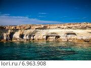 Купить «Морские пещеры недалеко от Ayia Napa (Айя-Напы) и мыса Греко, Кипр», фото № 6963908, снято 9 октября 2014 г. (c) Анна Лурье / Фотобанк Лори