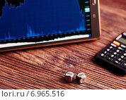 Кубики, планшет с финансовыми диаграммами и калькулятор. Стоковое фото, фотограф Сергей Прокопенко / Фотобанк Лори