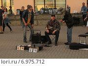 Купить «Музыканты на Старом Арбате», фото № 6975712, снято 1 мая 2014 г. (c) Алексей Сварцов / Фотобанк Лори