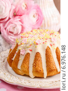 Купить «Traditional easter cake decorated with icing and colorful sprinkles. Festive dessert», фото № 6976148, снято 23 марта 2019 г. (c) BE&W Photo / Фотобанк Лори