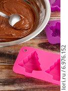 Купить «Steps of making chocolate cake: filling silicone mold with pastry. Party dessert», фото № 6976152, снято 20 февраля 2019 г. (c) BE&W Photo / Фотобанк Лори