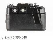 Купить «Задняя сторона пленочной зеркальной фотокамеры на белом фоне», фото № 6990340, снято 7 февраля 2015 г. (c) Александр Степанов / Фотобанк Лори