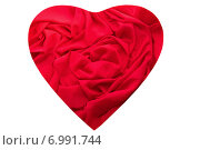 Купить «Красное сердце из ткани на белом фоне», фото № 6991744, снято 22 января 2015 г. (c) Екатерина Ярославовна Мостовая / Фотобанк Лори