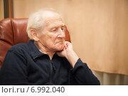 Купить «Пожилой мужчина думает о жизни», фото № 6992040, снято 5 ноября 2014 г. (c) Анна Лурье / Фотобанк Лори
