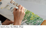 Купить «Художник рисует акварельными красками», видеоролик № 6992752, снято 10 августа 2014 г. (c) Manuel Mata Gallego / Фотобанк Лори