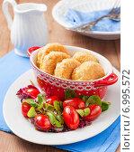Купить «Рисовые котлеты с овощным салатом для поста или диеты», фото № 6995572, снято 9 февраля 2015 г. (c) Лариса Дерий / Фотобанк Лори