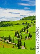 Купить «Извилистая дорога в полях Тосканы, Италия», фото № 7006080, снято 16 мая 2014 г. (c) Наталья Волкова / Фотобанк Лори