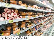 Купить «Докторская колбаса на прилавке магазина», эксклюзивное фото № 7009192, снято 1 февраля 2015 г. (c) Володина Ольга / Фотобанк Лори
