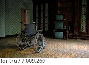 Инвалидная коляска. Стоковое фото, фотограф Алена Бионышева-Абрамова / Фотобанк Лори