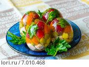 Пасхальные яица на тарелке из голубого стекла. Стоковое фото, фотограф Роман Гурков / Фотобанк Лори