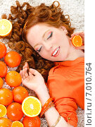 Close-up portrait of a young woman with oranges. Стоковое фото, фотограф Александр Савченко / Фотобанк Лори
