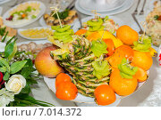 Купить «Фруктовая нарезка», фото № 7014372, снято 2 ноября 2013 г. (c) Королевский Иван / Фотобанк Лори
