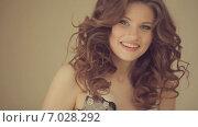 Купить «Девушка надевает нижнее белье», видеоролик № 7028292, снято 11 февраля 2015 г. (c) Denis Mishchenko / Фотобанк Лори