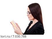 Молодая женщина в очках в профиль читает книгу. Стоковое фото, фотограф Анна Милованова / Фотобанк Лори
