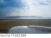 Купить «Вид на панораму города Мале из иллюминатора самолета перед грозой», фото № 7032584, снято 12 февраля 2013 г. (c) Сергей Дубров / Фотобанк Лори