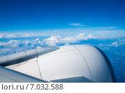 Купить «Двигатель самолета, взлетающего над облаками», фото № 7032588, снято 12 февраля 2013 г. (c) Сергей Дубров / Фотобанк Лори
