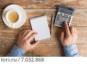 Купить «close up of hands with calculator and notebook», фото № 7032868, снято 10 октября 2014 г. (c) Syda Productions / Фотобанк Лори