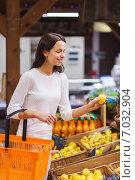 Купить «happy young woman with food basket in market», фото № 7032904, снято 20 декабря 2014 г. (c) Syda Productions / Фотобанк Лори